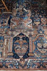 ANTIQUE PICTORIAL ROOMSIZE KIRMIN RUG, SIGNED