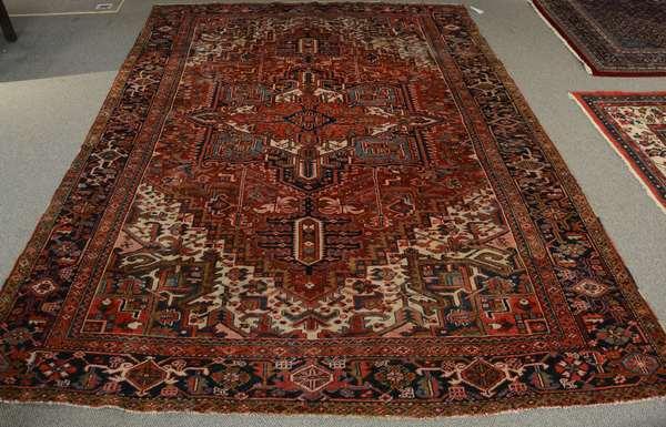 "Oriental roomsize rug - 8'1"" x 11'"
