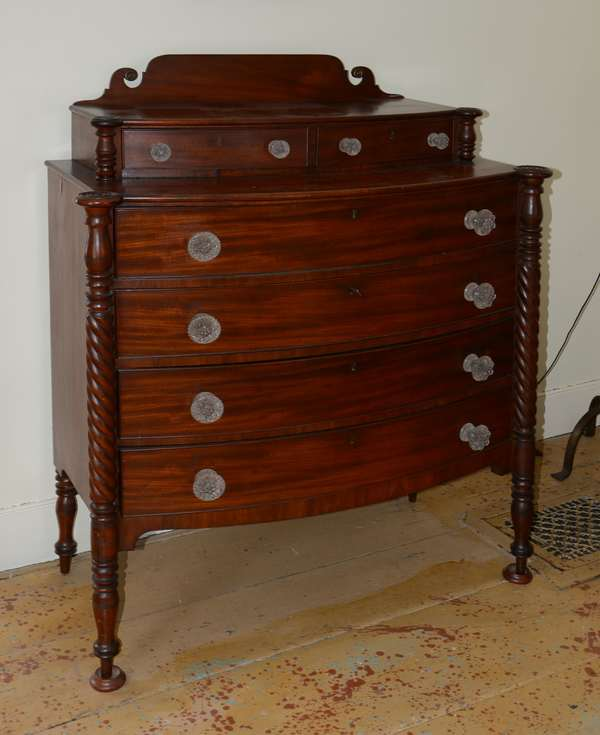 Mahogany Sheraton deck-top chest, glass pulls(63-21)