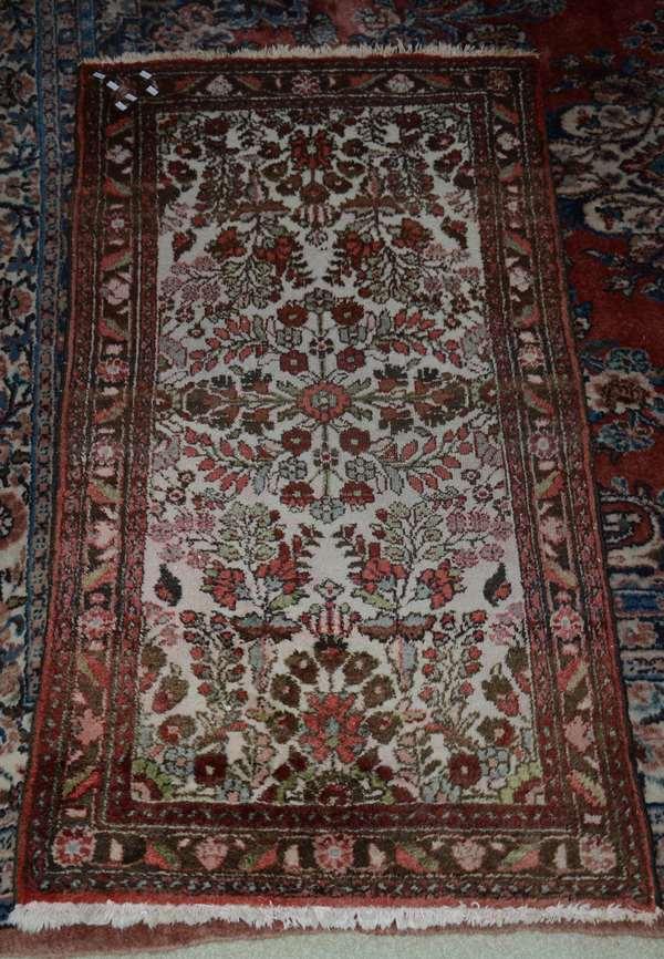 Oriental scatter rug (25-16)
