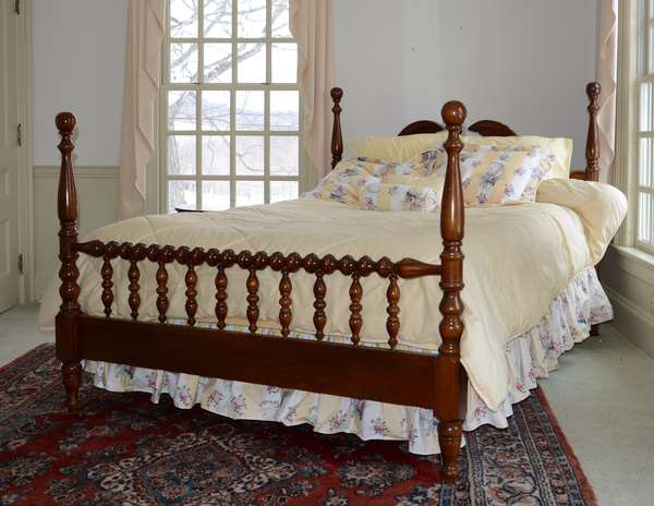 Modern spool turned Queen size bed (25-18)