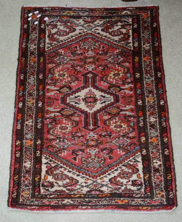 Oriental scatter rug (25-22)