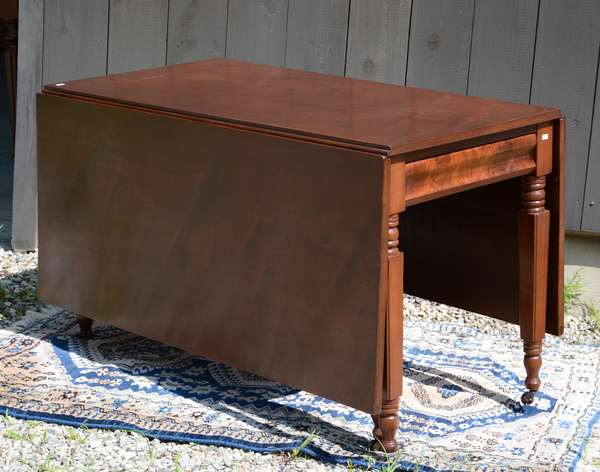Mahogany drop leaf table, NY leg, deep leaves (111-2)