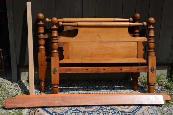 19th C. cannonball top bed, full size (111-15)