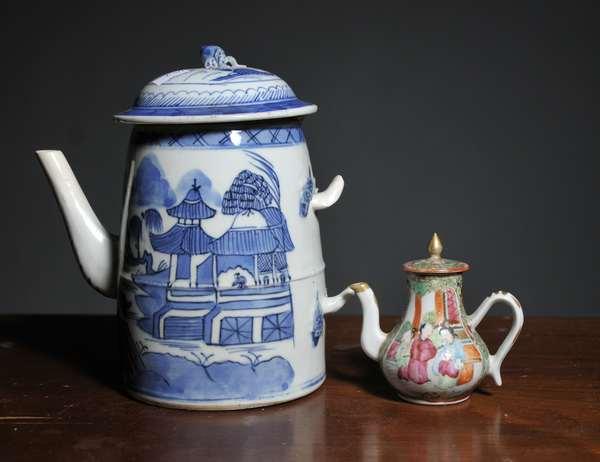 Two porcelain tea pots, Canton and Rose Medallion (1 damaged, handle missing) - 7.5