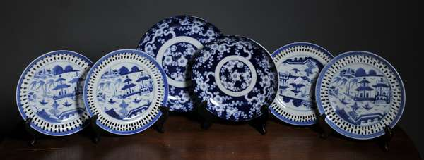 Six blue and white Chinese porcelain plates - 8