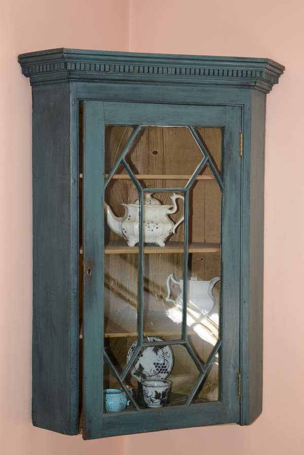 Hanging corner cupboard in blue paint (14)