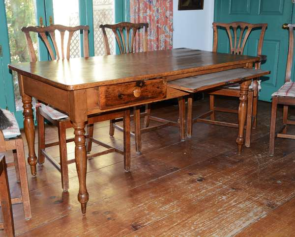 Good Southern 19th C. Virginia Shenandoah dining table with drawer and pull out slide (21)