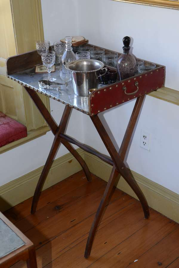Serving tray on folding stand (32)