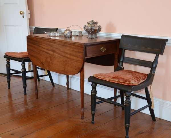19th C. reeded leg mahogany Pembroke table (41)
