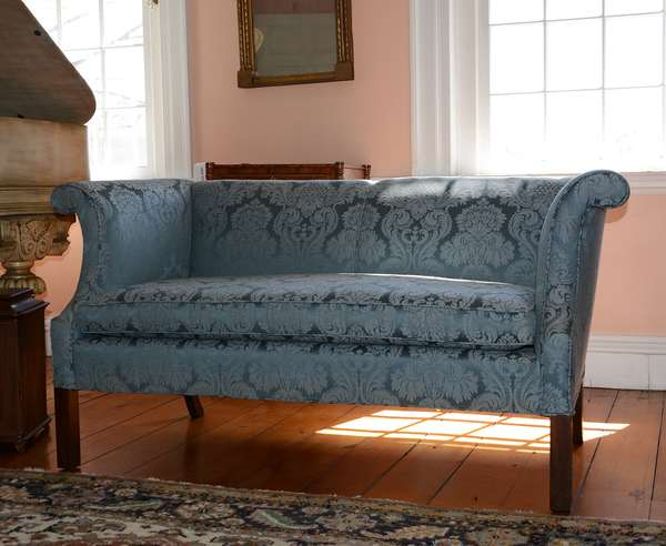 Sweet well upholstered settee (46)