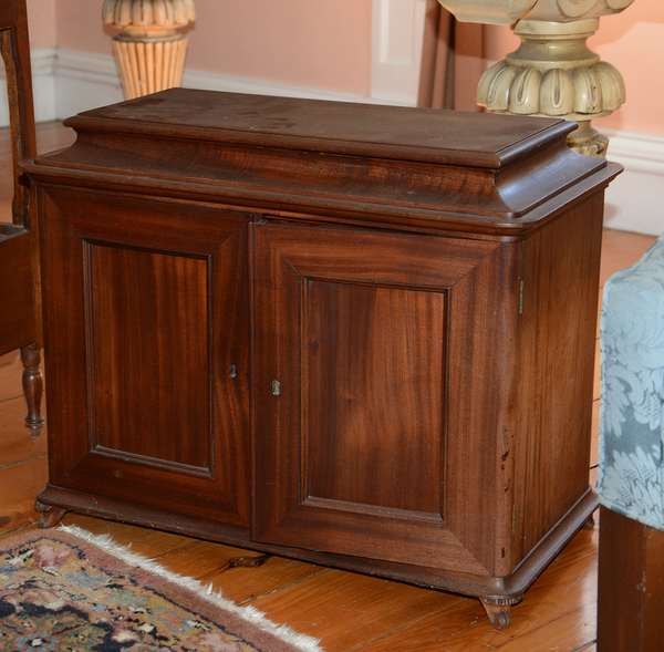 Good small size mahogany two door cabinet with divided interior on carved feet (48)