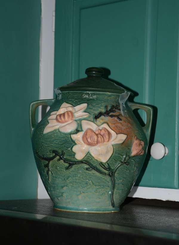 Roseville vase with lid (54)