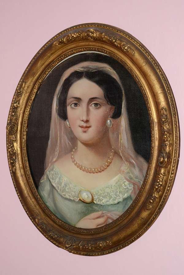 Oval portrait of woman (73)