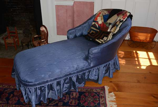 Unique fainting couch/ day bed (77)