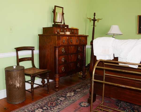19th C. bedroom furnishings (80)