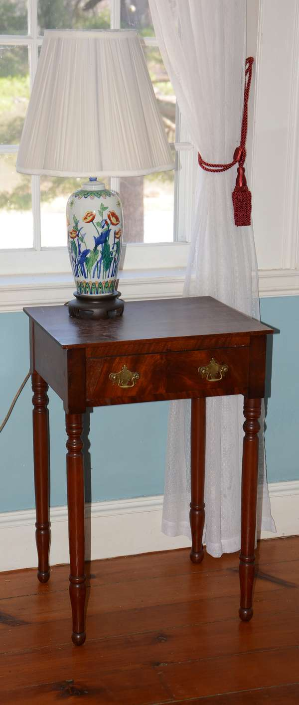 Good clean antique and modern furnishings (94)