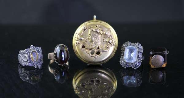 Three rings, Art Nouveau box (7-255)