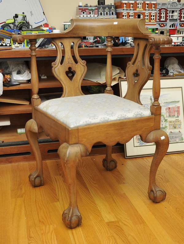 Chippendale style corner chair (475-15)