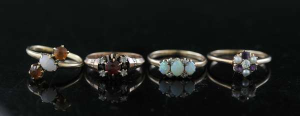 Four antique gold rings (to be sold as one lot) (81-1)