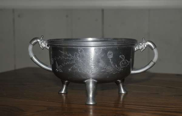 Pewter Chinese vessel with hard stone handles (84-25)