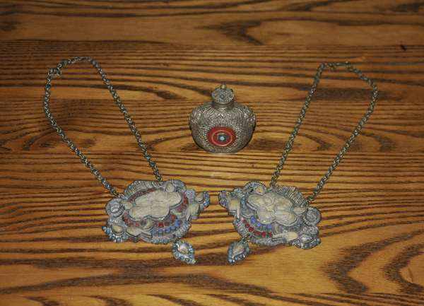 Chinese metal snuff bottle along with two Asian tourist type necklaces (84-26)