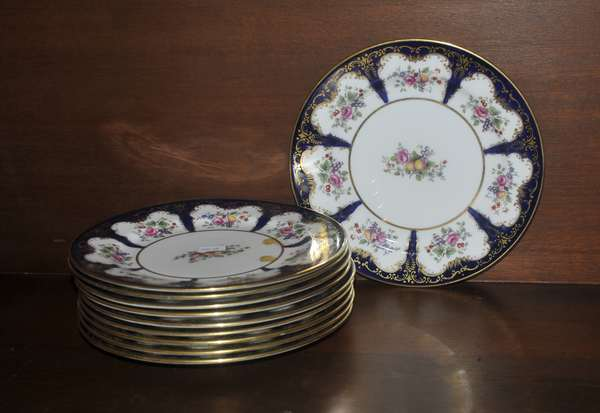 Set of ten Aynsley dessert plates (208-60)