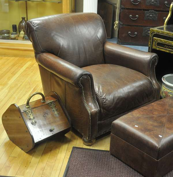 Leather arm chair (461)