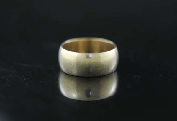 14k wide band, 8.9 grams (170-5)