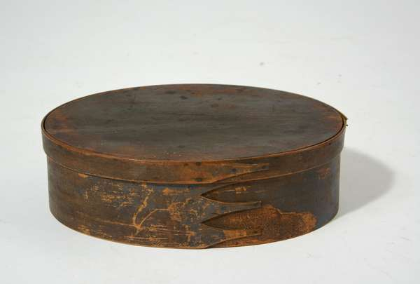 19th C. oval Shaker finger box with old paint, 14