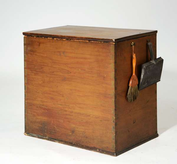 Choice Shaker wood box with accessories, dovetailed construction, old color, interior with kindling till, 27