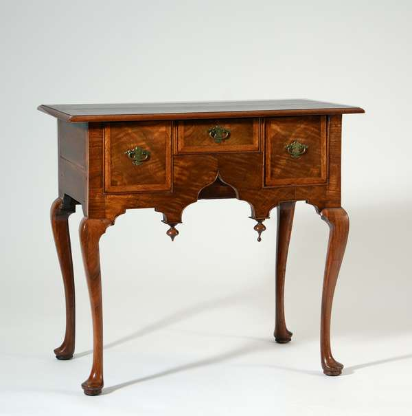 Choice 18th C. MA. Queen Anne walnut and walnut veneer dressing table with old brass, 32.5