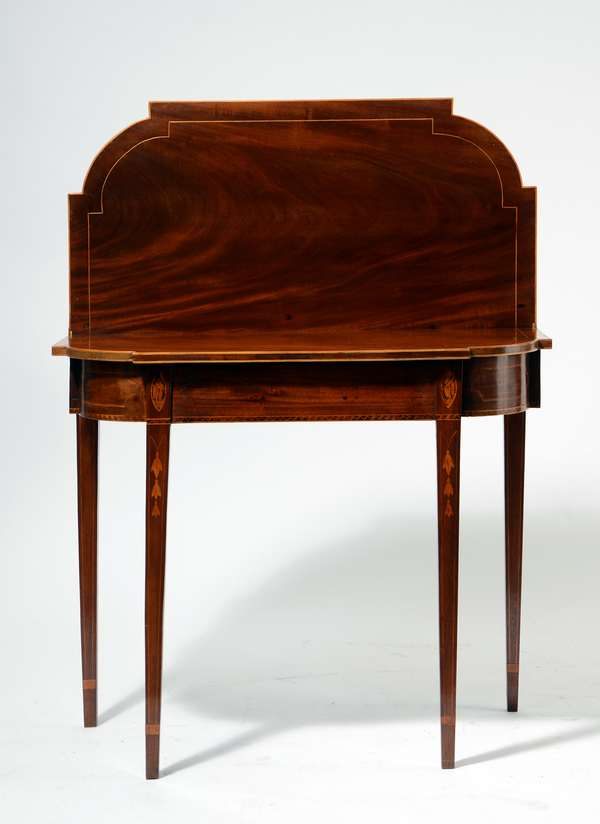 Fine Federal inlaid mahogany card table, with bell flower and conch shell inlays, 28