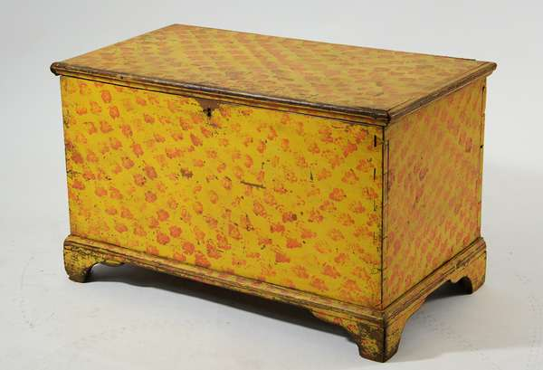 Good 19th C. blanket box with original mustard and salmon paint, 25