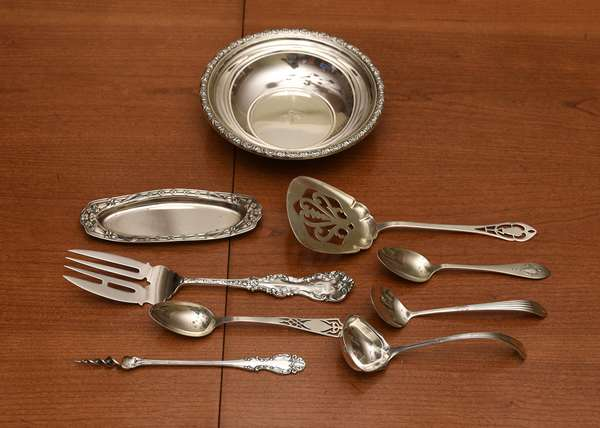Assorted lot of sterling tablewares, small nut dish, flatware, etc., nine pieces total, 9.5 ozt