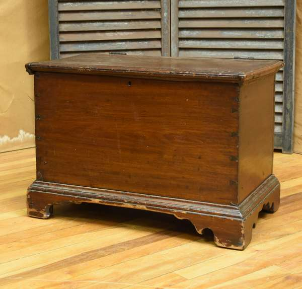 Child's size New England Chippendale dovetailed poplar lift top box on bracket base, old stain, 23