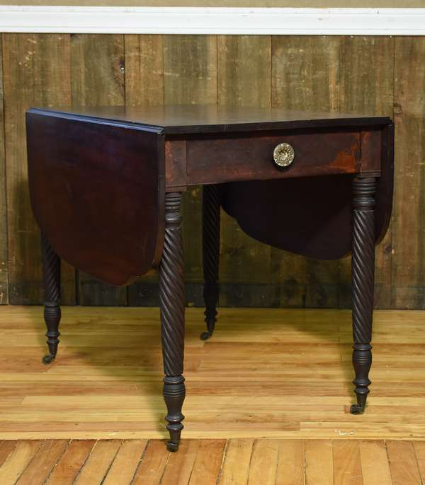 Lovely 19th C. Sheraton mahogany drop leaf table with single drawer and single bold grain top board and leaves, in good old color, 36