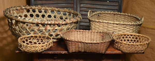 Assorted lot of five cheese and tobacco leaf baskets, five total, largest 26