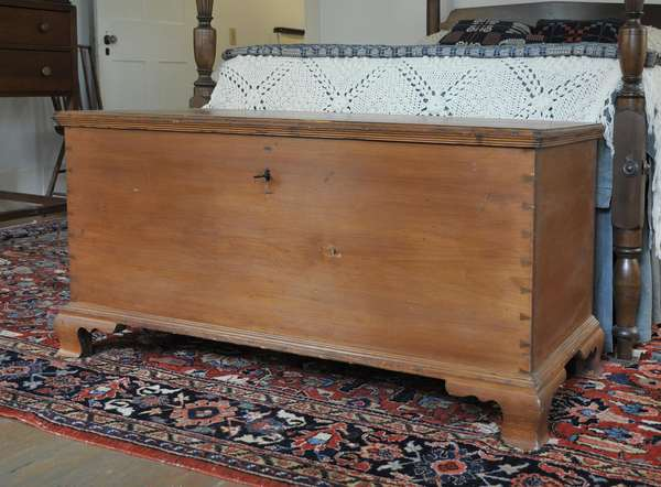 18th C. Chippendale dovetailed pine blanket box on molded bracket base