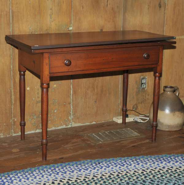 NH maple Federal bottle leg card table with single drawer in old red stain, 39.5