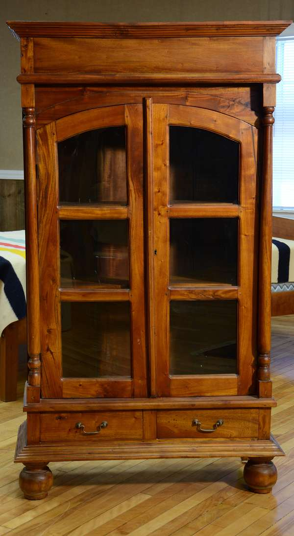 Mahogany two-door bookcase in antique transitional style, 34.5