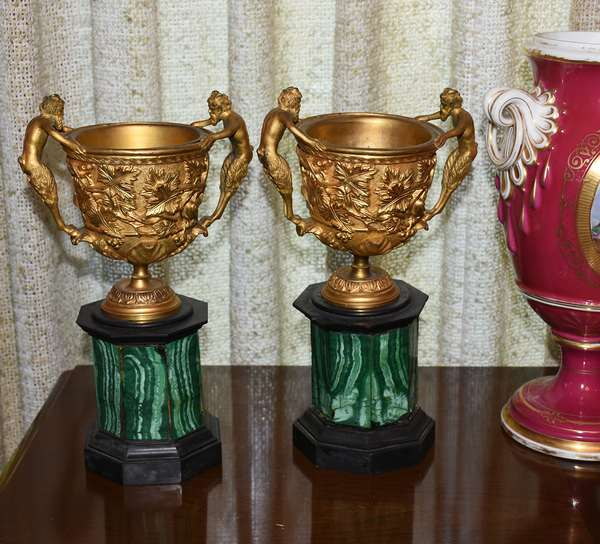 Malachite and gilt decorated bronze urns (500)