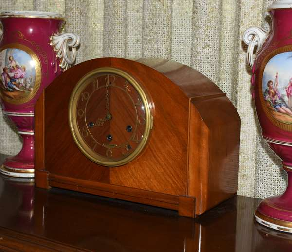 Deco clock with Chimes (487)