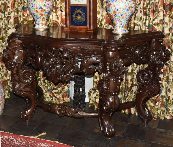 Carved Asian alter table (272)