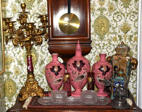 Great selection of decorative accessories