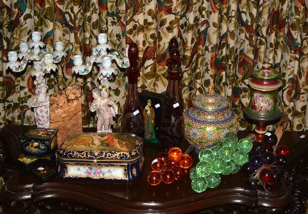 Excellent selection of antique and contemporary decorations