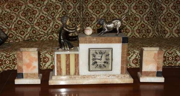 Art Deco clock set with dog motif (540)