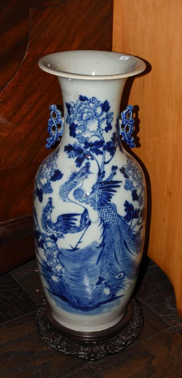 Blue and white porcelain vase (280)