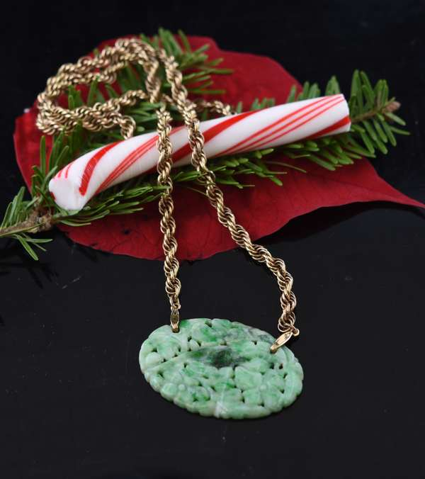 Floral carved jade pendant on y.g. chain (tests 10k missing clasp)