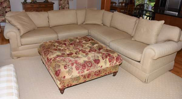 Lee Industries sectional three part sofa, clean condition